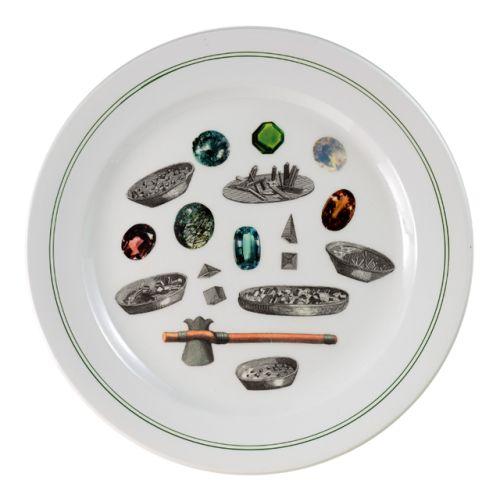 """PiattoUnico """"Tempo"""" [Time] Grande piatto da portata ovale, Società Ceramica Italiana di Laveno. Al suo interno, collage di immagini tratte da stampe e da """"L'Encyclopedie"""" di Diderot et D'Alembert (cristallizzazione dei sali)."""