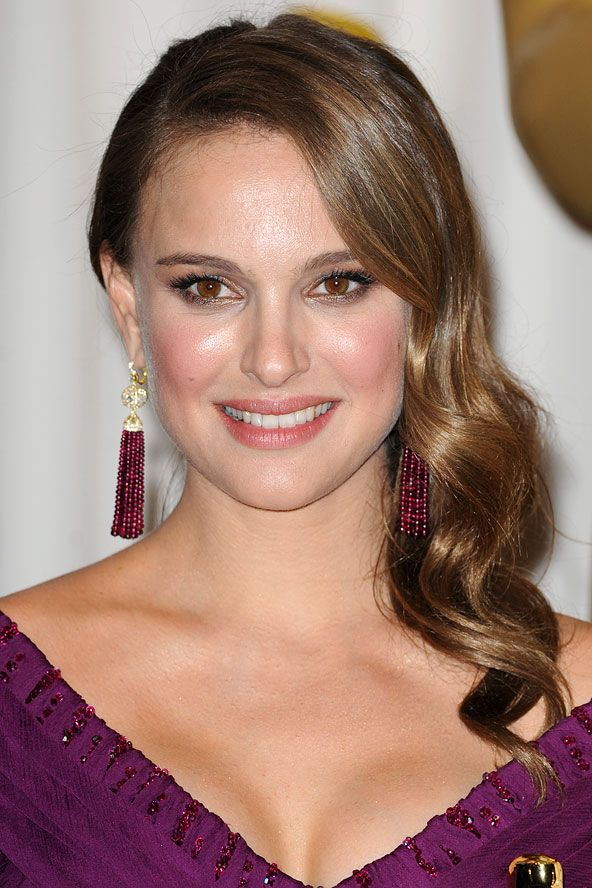 Natalie Portman's Oscars red carpet hair style (Glamour.com UK)