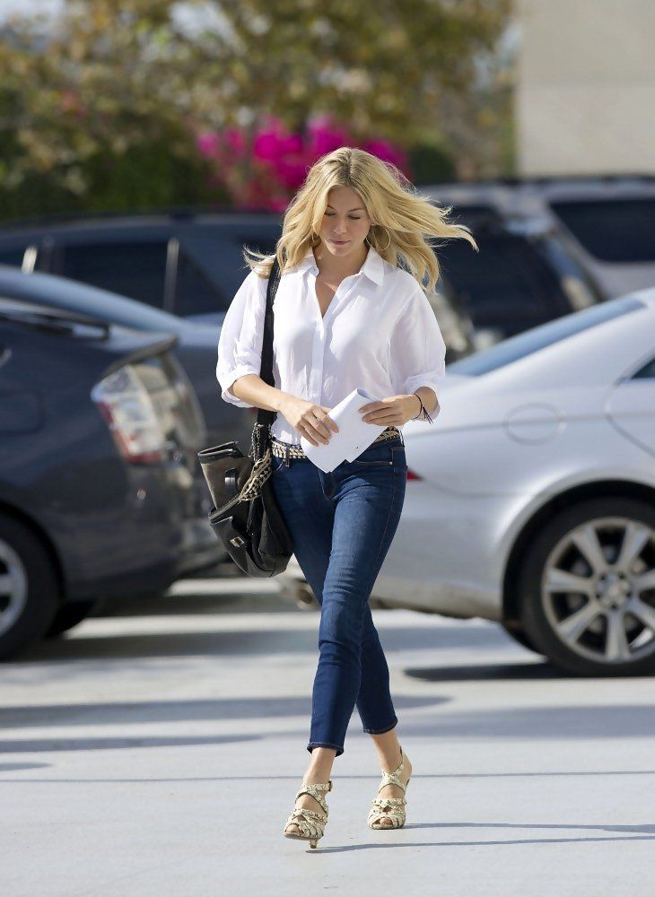 Sienna Miller - Sienna Miller at LAX