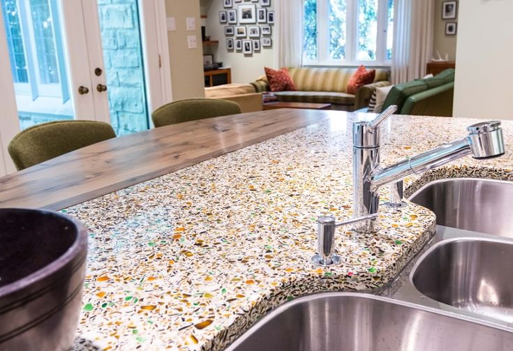 Charmant This Island Transitions From Reclaimed Wood To Recycled Glass With Vetrazzo  Alehouse Amber.