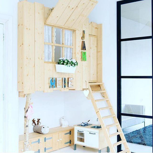 """Uniek, dit prachtige #speelhuis in de woonkamer! Lees alles erover op onze site. Ga naar """"kinderkamer"""" en bekijk graag deze """"binnenkijker""""  Ontwerp door #stedsk en fotografie door @ronaldzijlstra Thuis bij @jan10aa  #speelkamer #speelhut #kinderen #interieur #kinderkamer #childrensrooms #childrensroomdecor #childrensroomideas #barnerominspo #barnerom #barneromsinteriør #playroom #playroomdecor #playroomfun #wonen"""