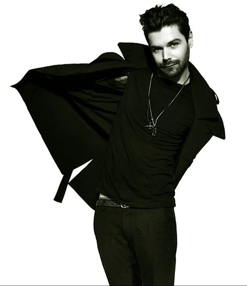 Simon Neil. Love this guys style