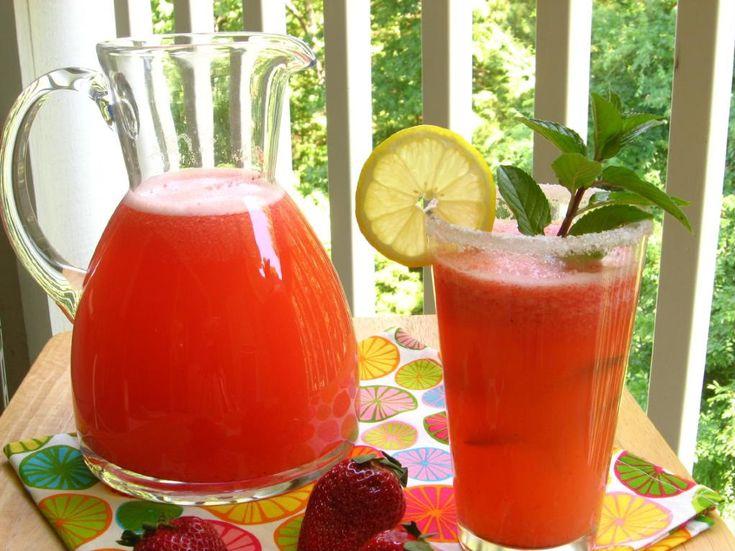 Sparkling Stawberry Lemonade recipe: Birds Baking, Sparkling Strawberry Lemonade, Strawberries Heavens, Belle Peppers, Sparkle Strawberries Lemonade, Stawberri Lemonade Recipe, Strawberries Lemonade Recipe, Drinks, Sparkle Stawberri