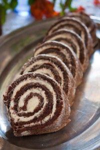 Brazo de gitano de chocolate con relleno de crema de mantequilla. Una receta de la isla de Gotland en Suecia.