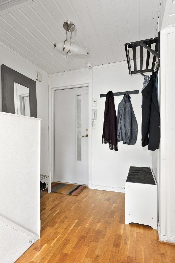 FINN – DØNSKI / GJETTUM - Lys og hyggelig gjennomgående 4-roms toppleilighet over 2 plan med solrik vestvendt balkong og pipeløp (mulighet for ildsted). Rolig og barnevennlig!
