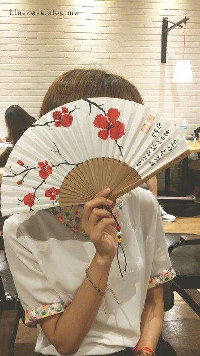 #Calligraphy #folding #fan #Korean #style #flower #present #캘리 #캘리그라피 #캘리그라피부채 #부채 #매화 #매화부채 #매화그림 #접선부채 #붓글씨 #손글씨 #그림부채 #보이는것 #보이지않는것 #하나 #선물 #선물용부채