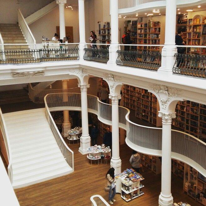 #carturesticarusel #library #bookstore #bucharest