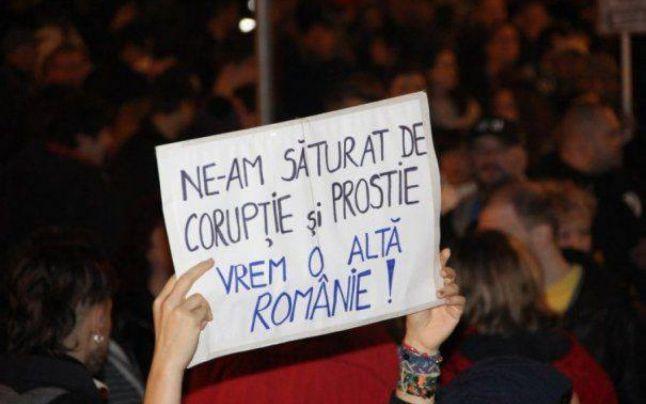 Sute de oameni cer demisia lui Victor Ponta, în faţa Guvernului, la un miting organizat de PMP