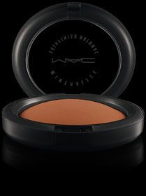 MAC Mineralize Skinfinish Natural - works both as a foundation and setting powder. Finely milled and long lasting.