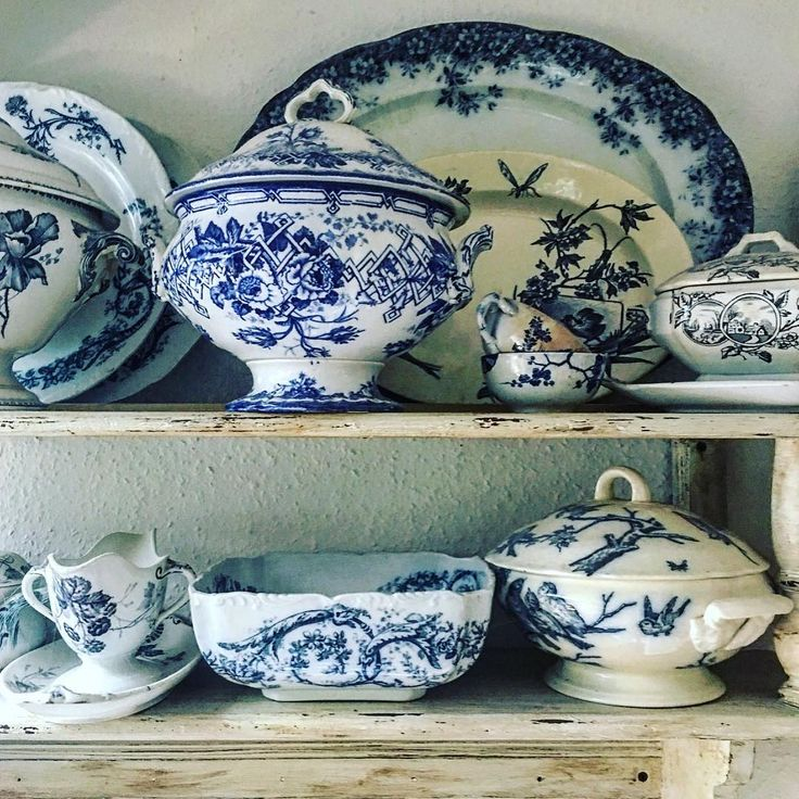 #pottery #faience #ceramics #old #oldtimes #collection #passion #blue #blueandwhite #kitchen #mykitchen #patina #antique #lovely #instalike #instagram #instaphoto #enfotom #gyűjtemény #szenvedély #szeretem #otthon #szeretemazotthonom #kincsek #kék #tálak #öreg #régidolgok @_edit.takacs_