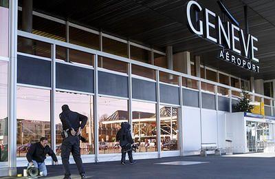 В самолете Аэрофлота в аэропорту Женевы ищут взрывное устройство - ТАСС