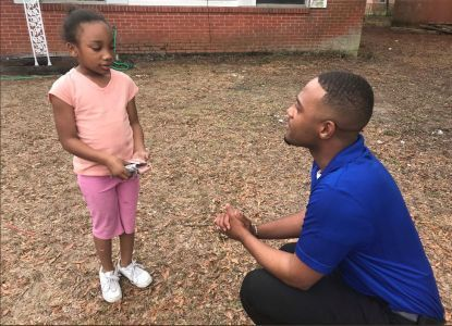 Tracy Durant, a seven-year-old girl from Escambia County in Florida, is being hailed as a hero for saving her family from a house fire that broke out around 10:30 a.m. on January 28.  According to …
