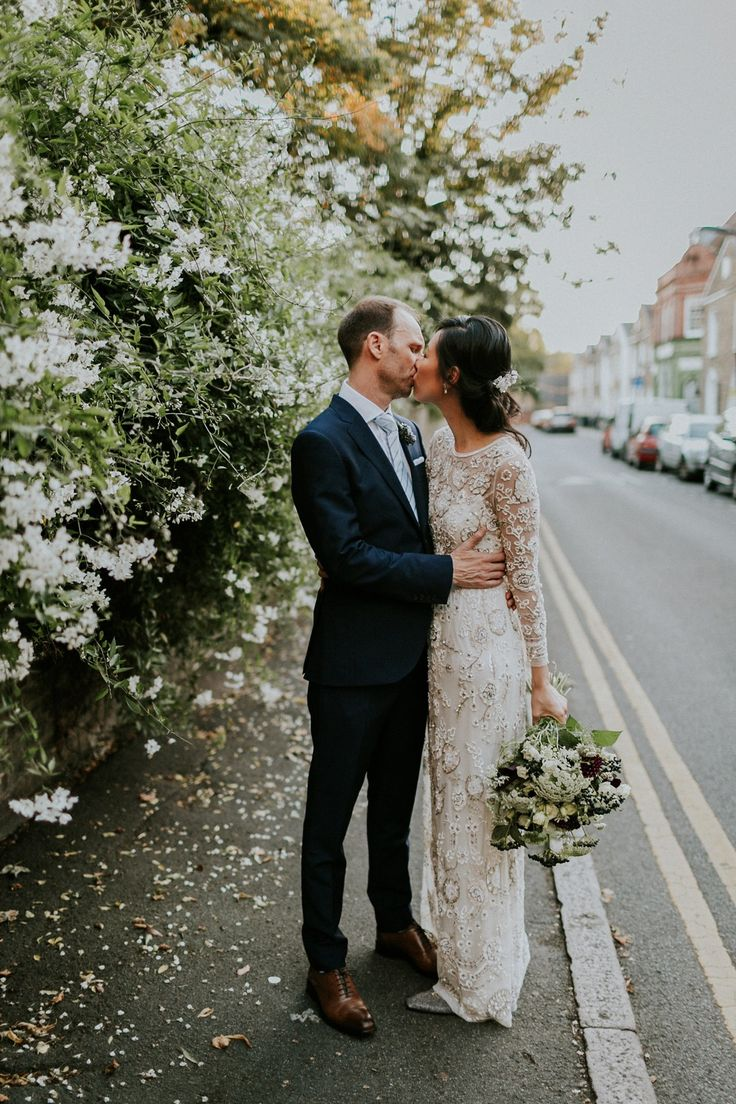 Bride Su wore a Needle & Thread wedding dress for her modern and elegant London wedding. She and her husband Nik met through online dating agency, Guardian Soulmates.