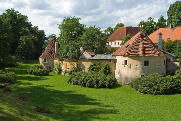 Remains+of+old+town+fortification,+Trebon+(Trebon),+Czech+Republic-Republica-Checa.jpg (1600×1071)
