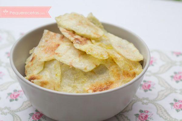 Patatas fritas en microondas, más saludables y súper fáciles. Menos sal, poco aceite, un snack saludable y crujiente, receta paso a paso en vídeo.