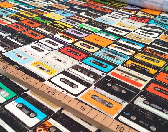 Toller, fester Deko-Stoff von Nooteboom aus Holland mit einem bunten Musikkassetten-Druck für Kissen, Taschen, Vorhänge, Tischdecken, zum Beziehen von Pinnwänden und vieles Schönes mehr..  Jede Kassette ist 4x6cm groß  100% Baumwolle  Stoffbreite: 1,50  Ab 0,5 Meter Größere Mengen werden natürlich in einem Stück verschickt..  Bei Mehrkäufen werden die günstigsten Versandkosten bestimmt.  Für Deutschland: Das maximale Porto beträgt 4,90€.  Für das Ausland: Die Versandkosten betragen bis 500g…