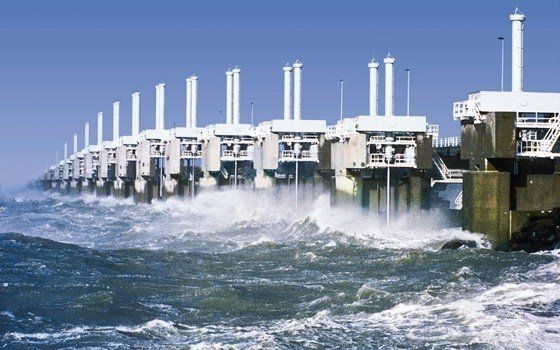 Measuring nearly eight kilometres in length, the Oosterscheldekering barrier is a special dam that connects the Zeeland islands of Schouwen-Duiveland and Noord-Beveland. This part of the Delta Works was built to protect the Zeeland region from the sea after the North Sea Flood in 1953.