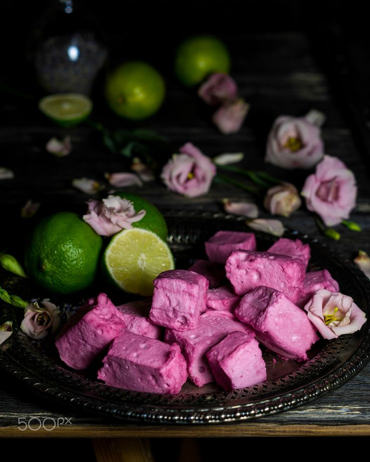 Lavender and lime flavoured marshmallows - Light and delicious marshmallows with lavender and lime flavor coloured with a hint of black currant juice