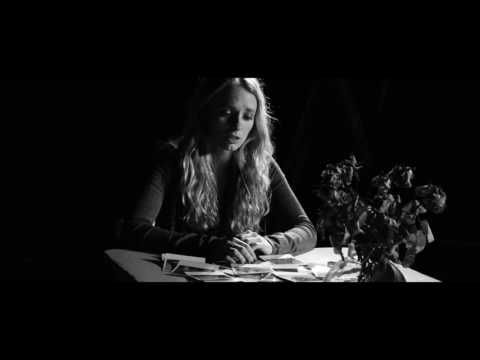 Neele Pettig - Splitter (Official Music Video) - YouTube