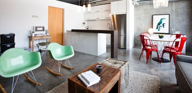 Od spousty lidí uslyšíte, že moderní interiéry bývají studené, bez citu a bez kousku intimity. Nábytek od značky Jolipa vás ale přesvědčí, že i s moderně laděnými kousky může váš domov působit malebně a příjemně.
