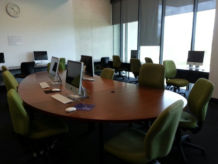 Study area of undergraduate graduates lounge in biological science library level 4