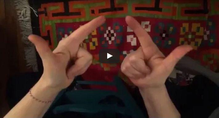 Une petite vidéo qui explique comment apprendre TOUTES les tables de multiplication à partir de 5x6 sur les mains. Idéal pour les enfants... et les adultes !