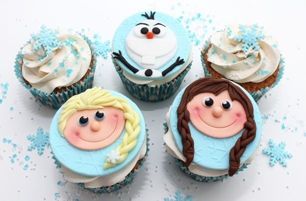 Frozen inspired cupcakes. Instructions include how to bake the cupcakes and how to make the decorations.