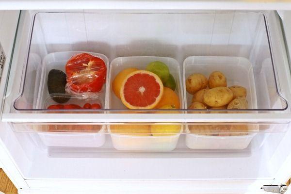 Una grande famiglia e un'abbondante spesa da sistemare. Voi come utilizzate al meglio lo spazio del vostro frigo? Ecco un'idea per differenziare e conservare gli alimenti. Scopri altri colpi di genio su http://www.foxymega.it/ #foxymega #perfectfridge #spesa #cucina #optimize #casa #idee #pinspirize
