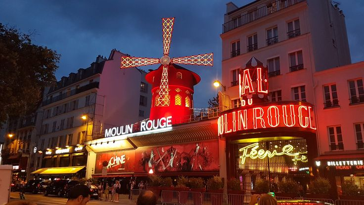 Moulin Rouge in Paris#travelwithleo #MoulinRouge in #Paris