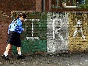Martin McGuinness, IRA, ETA, cese de actividad armada, Manipulación mediática, Batalla de relatos, conflicto vasco, construcción de narrativas