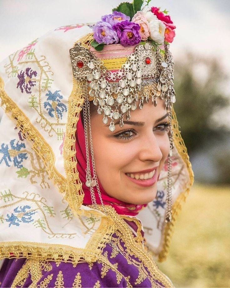 Turkish Girl From Izmir In Her Amazing Traditional Costumes Folk Fashion Turkish Culture Culture