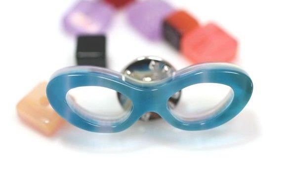 フォックスメガネ型のピンズ(Sサイズ)です。セルロースアセテートというメガネフレームに使用されている樹脂で製作しています。サイズ(金具を含まず):約35mm&...|ハンドメイド、手作り、手仕事品の通販・販売・購入ならCreema。
