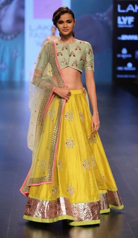 anushree-shetty-lakme-fashion-week-winter-festive-2016-1