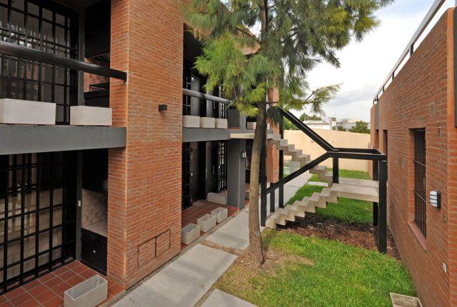 Complejo de viviendas Bora / Vanguarda Architects (© Luis Abregú)