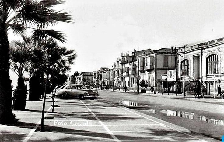Natali AVAZYAN (NataliAVAZYAN) | Twitter zmir-Karşıyaka. Sağda Melek sineması...1940lı yıllardan görünüm 1890lardan binalar görülüyor