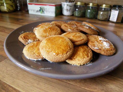 Biscuits sablés au beurre : Recette de Biscuits sablés au beurre - Marmiton