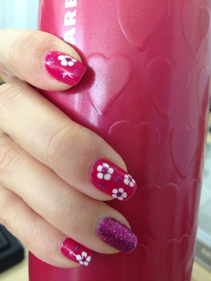 Lovely flowery nails