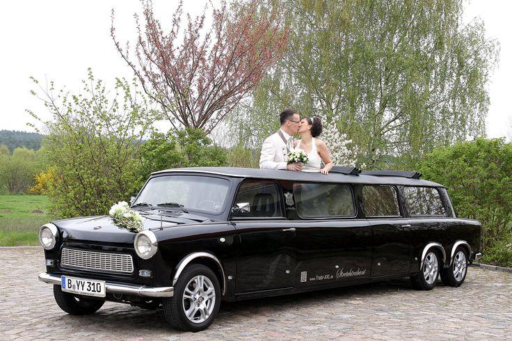 Die edle, schwarze Trabant Stretchlimousine auf Hochzeitsfahrt