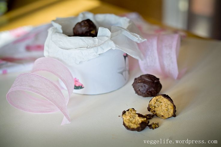 Chick pea and chocolate bonbons | Шоколадные конфеты из нута: Recipe (in Russian) and photo by Katerina Sushko #recipe #chickpea #sweets