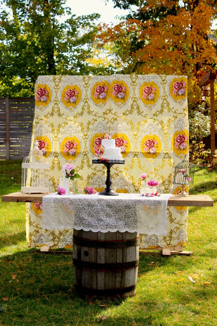 Now that is a Sweet Table. Check out those vintage curtains.  Little Wee Prop Shop