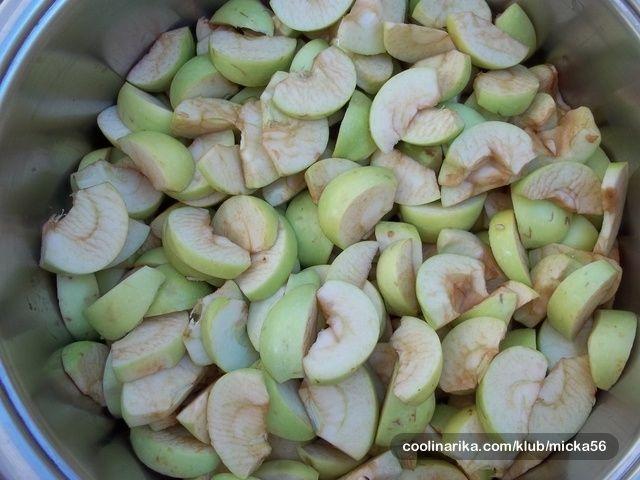 Dobila sam nešpricane jabuke i recept za sirup od jabuka, uz malu preinaku recepta dobila sam predivan sirup koji je jako fin :))