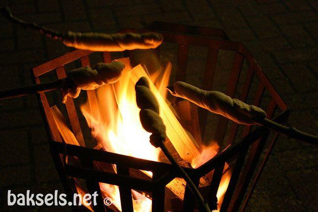 baksels.net | broodjes om een stok http://www.baksels.net/post/2013/11/19/Broodjes-om-een-stok.aspx