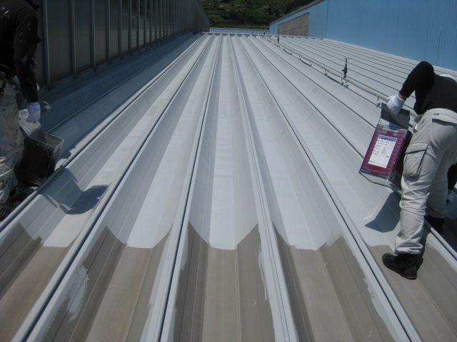 折半屋根の下塗り