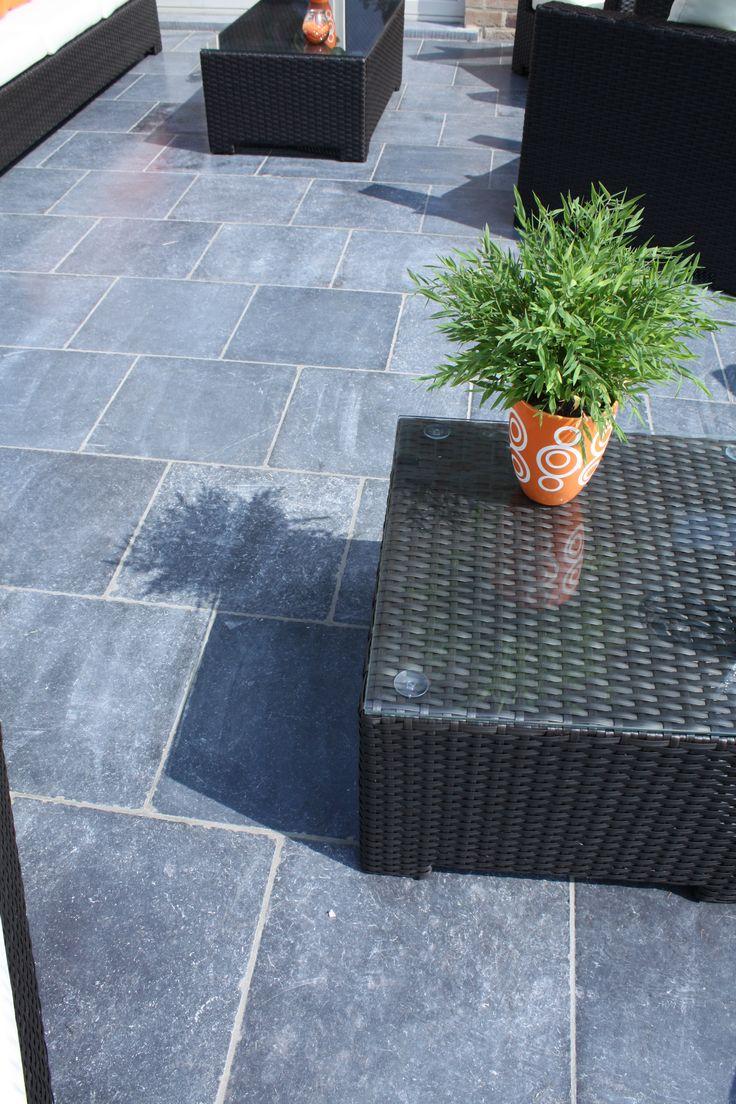 17 beste idee n over blauwe hardsteen terras op pinterest leistenen patio veranda aanbouw en for Terras op een helling