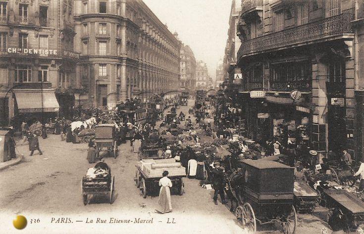 rue Etienne-Marcel - Paris 1er Le marché des quatre saisons, rue Étienne Marcel vers 1910.