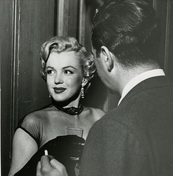 Marilyn at the Hollywood Foreign Correspondents Annual at the Mocambo on October 25, 1951.