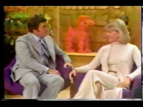 DORIS DAY - MIKE DOUGLAS TV INTERVIEW '75 - YouTube
