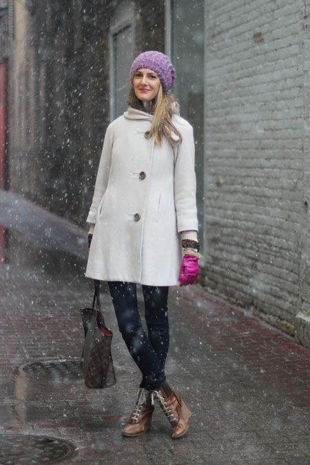 For some reason, it's still snowing and cold, so here are 25 adorable winter outfits to make it through