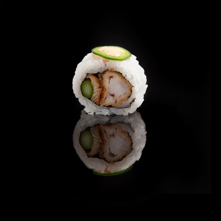 Picasso / shrimp tempura, eel, asparagus and top with jalapeño and spicy mayonnaise