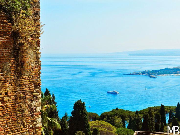 Il mare di fronte a Taormina - The sea in front of Taormina
